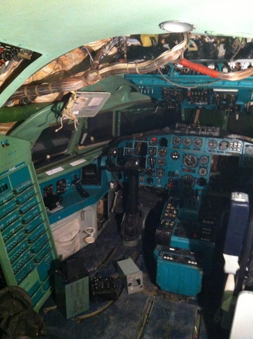 Начало демонтажа оборудования кабины для удаления