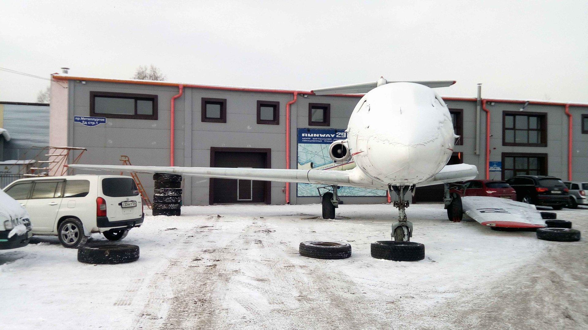 Як-40 с одним полукрылом, подготовка левого